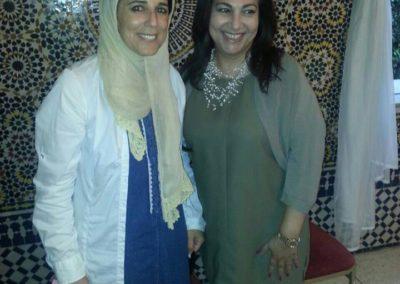 صورة تذكارية مع الإعلامية البحرينية سوسن الشاعر