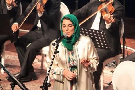 """سلوى الشودري:""""الجمهور العربي يرحب بالفنانة المحجبة والفضائيات لا تهتم الا بالشكل."""""""